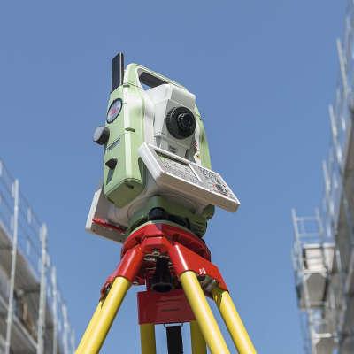 Тахеометр Leica TS07. Использование на строительной площадке. Фото Leica Geosystems AG. интернет-магазин GEOOPTIC.RU